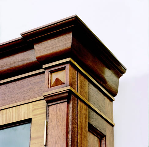 Cornice & pilasters to freestanding bookcase